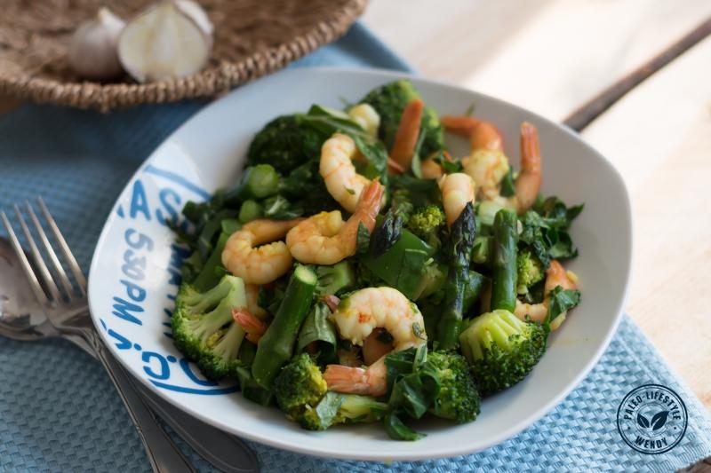 Paleo recept: roergebakken gamba's met groene groenten